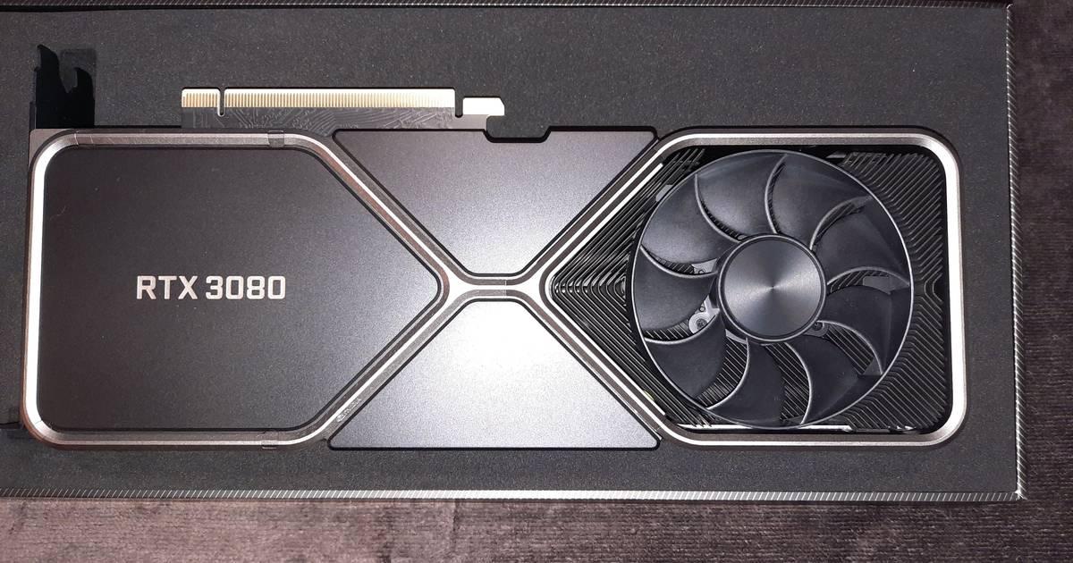 Primeras imagenes de la NVIDIA GeForce RTX 3080, comparamos su tamaño con la 2070 Super
